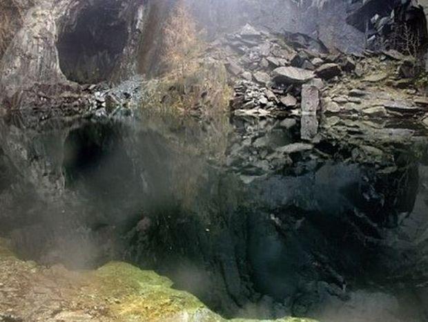 """Τρομακτικό παιχνίδι της φύσης - Σπηλιά """"κρανίο"""" στη Βρετανία"""