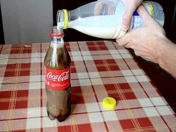ΒΙΝΤΕΟ: Τι συμβαίνει αν ρίξετε γάλα σε ένα μπουκάλι με Coca Cola;