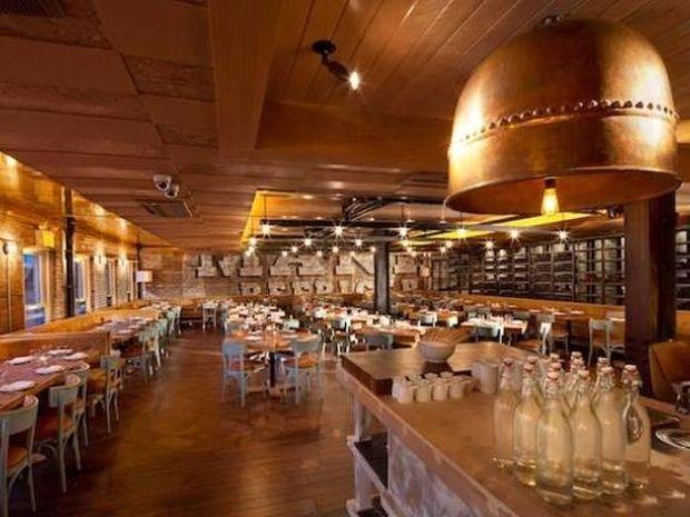 Απίστευτο: Εστιατόριο επιβάλλει στους πελάτες του να τρώνε...