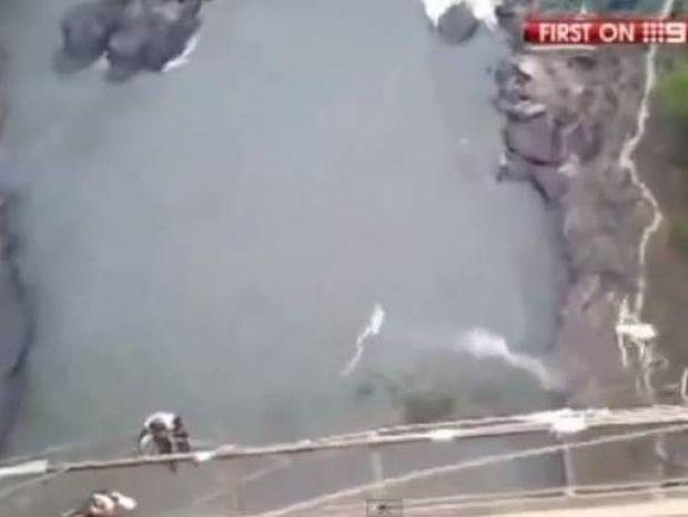 ΣΥΓΚΛΟΝΙΣΤΙΚΟ: Έκανε Bungee Jumping και κόπηκε το σχοινί (Video)