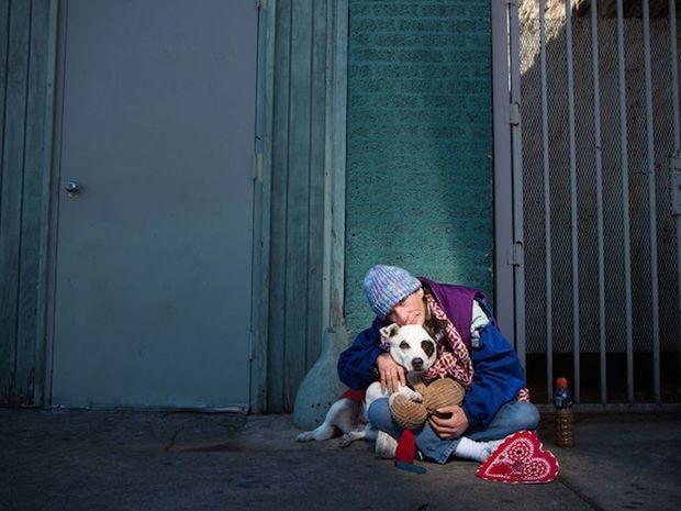 ΣΥΓΚΙΝΗΤΙΚΕΣ ΕΙΚΟΝΕΣ: Είναι άστεγοι αλλά αγαπούν τα κατοικίδια τους