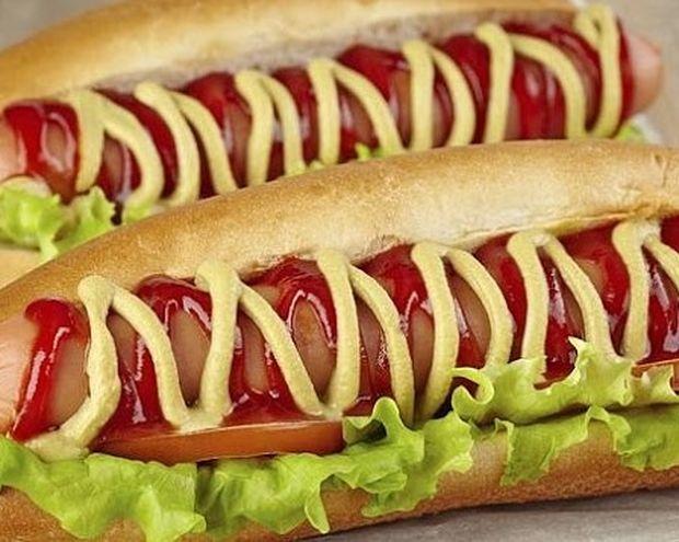 Ιδού τι υπάρχει πραγματικά μέσα σε ένα hot dog (βίντεο)