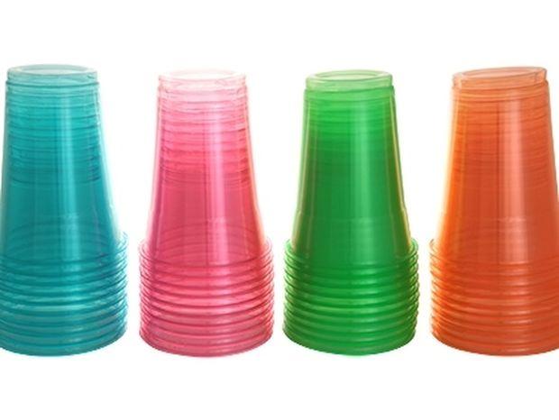 Ούτε που το φανταζόσουν! Γιατί τα πλαστικά ποτήρια μιας χρήσης έχουν γραμμές; (photo)