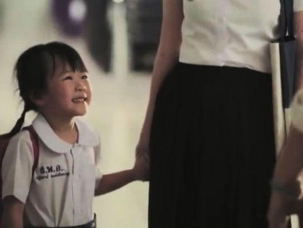 Μια διδακτική ιστορία μαμάς-κόρης βασισμένη σε αληθινή ιστορία! (βίντεο)