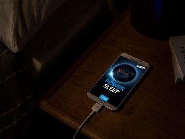 Πέφτεις για ύπνο και αφήνεις το κινητό σου να φορτίζει; (βίντεο)