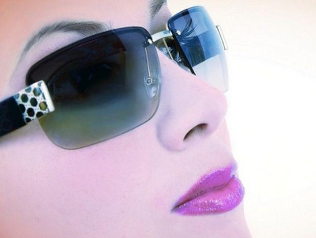 ΣΟΚ: Φοράς μαϊμού γυαλιά ηλίου; Δες τι μπορείς να πάθεις