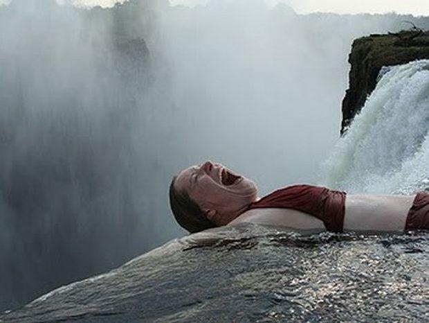 Θα τολμούσατε να κολυμπήσετε στην... «πισίνα του διαβόλου»; (βίντεο)