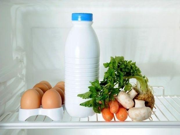 Τα αυγά, το γάλα, το βούτυρο και τα τυριά στο ψυγείο