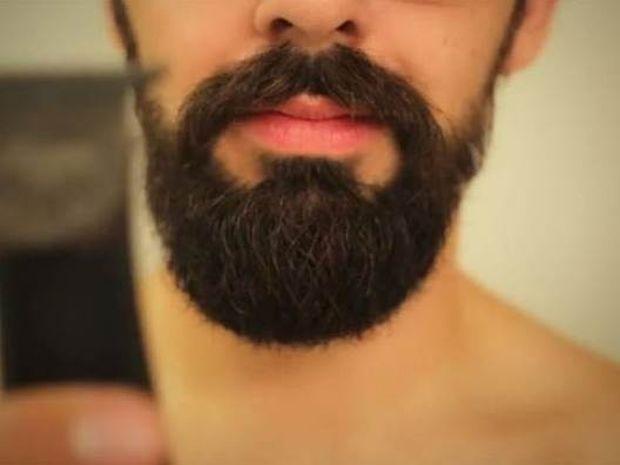 Η γυναίκα του τον ανάγκασε να ξυριστεί κι αυτός... (Vid)