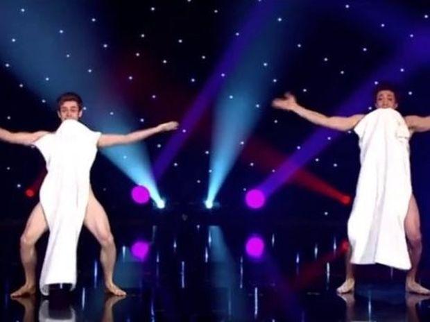 ΑΠΙΘΑΝΟ: Ο χορός με τις πετσέτες (βίντεο)