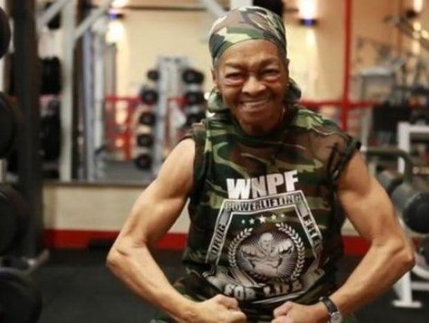 Σούπερ γιαγιά αρσιβαρίστρια, στα 77 της χρόνια! (video)