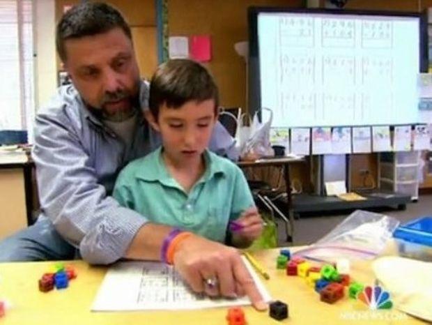 Όταν ο δάσκαλος είδε τους μαθητές του πεινασμένους, έκανε κάτι φοβερό (video)