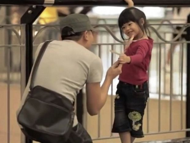 Χρειάζεται μία στιγμή για να χαθεί ένα παιδί (video)