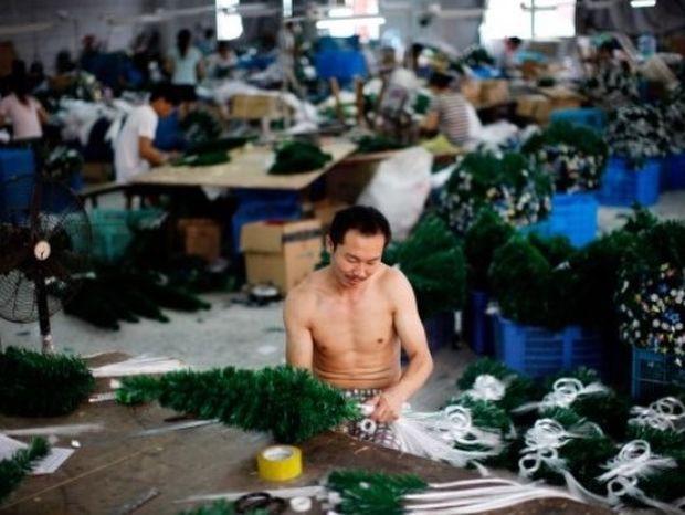 Όπως είναι πραγματικά ένα εργοστάσιο Χριστουγέννων (pics+video)