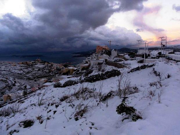 Το' στρωσε στις Κυκλάδες!! Δείτε εκπληκτικές φωτογραφίες από τη χιονισμένη Σύρο!!