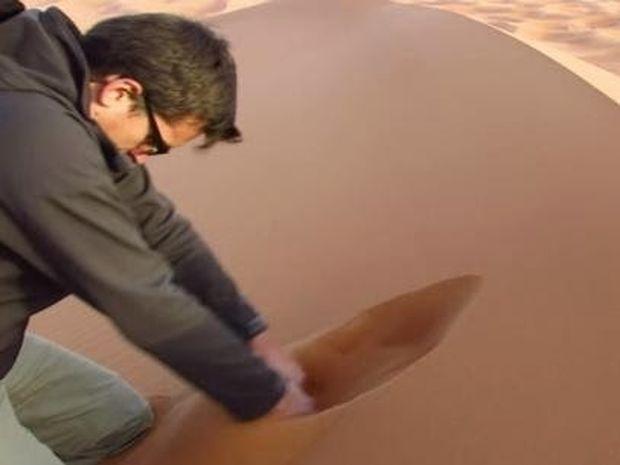Μπορεί να μοιάζει με συνηθισμένη άμμο αλλά δεν είναι (βίντεο)