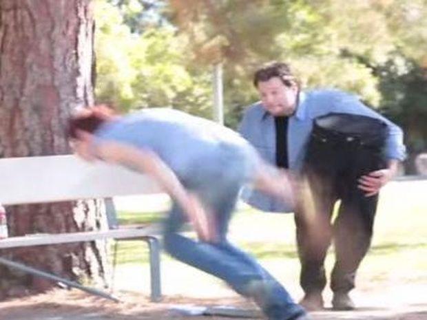 Όταν ένας άνθρωπος χωρίς μέση και πόδια εμφανίζεται ξαφνικά! (Βίντεο)