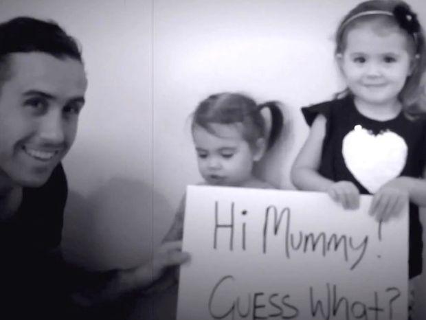 Αυτά τα μικρά κοριτσάκια βοηθούν το μπαμπά να ζητήσει σε γάμο την μαμά! (Βίντεο)