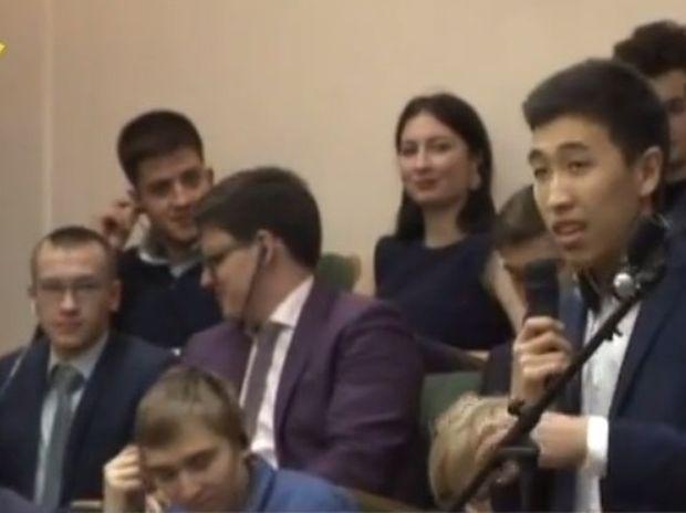 Αστρολογική επικαιρότητα 13/4: Φοιτητής από το Κιργιστάν μίλησε στον Αλέξη Τσίπρα... ελληνικά!
