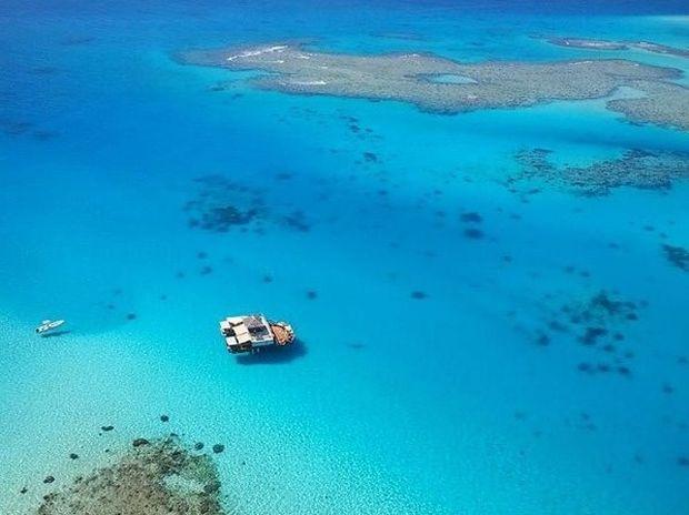 CLOUD9: Ένα εντυπωσιακό πλωτό μπαρ στα νησιά Φίτζι (video)