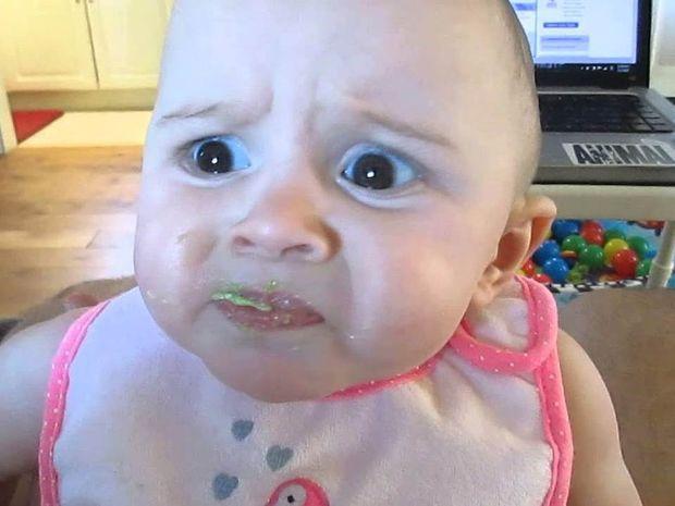 Σας αρέσει το αβοκάντο; Σ' αυτό το γλυκό μωράκι μάλλον όχι... Δείτε την αντίδρασή του!