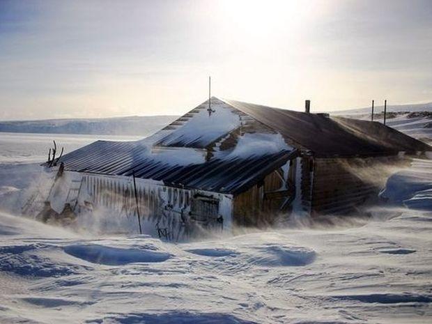 Ανακάλυψαν ένα σπίτι στα βάθη της Ανταρκτικής! Δεν φαντάζεστε τι είδαν μέσα!
