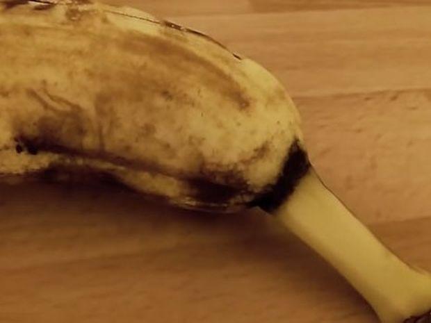 Ήθελε να φάει μια μπανάνα, αλλά τον περίμενε μια ανατριχιαστική έκπληξη! (βίντεο)
