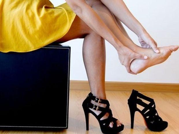 Τα ψηλά τακούνια «παγιδεύουν» τα νεύρα των ποδιών