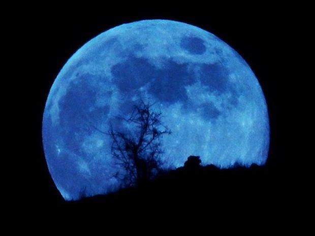 Μπλε φεγγάρι: Όλα όσα δεν γνωρίζατε για το σπάνιο φαινόμενο του «Blue moon» (video)