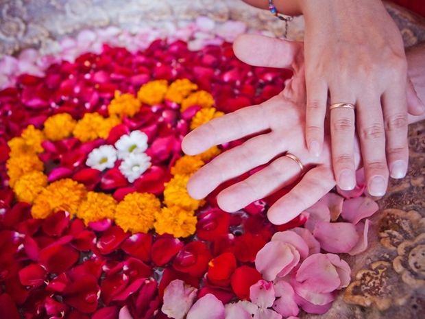 Ζώδια και έρωτας: Μήπως το ταίρι σου φοβάται τη σχέση και το γάμο;