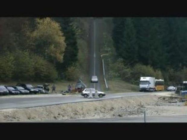 Σοκαριστικό! Δείτε τι συμβαίνει κατά τη σύγκρουση δύο οχημάτων με 200χλμ/ώρα! (video)