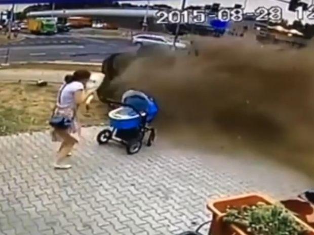 ΣΟΚ! Το μωρό και η μαμά που θα δείτε στο βίντεο είχαν σίγουρα φύλακα άγγελο!