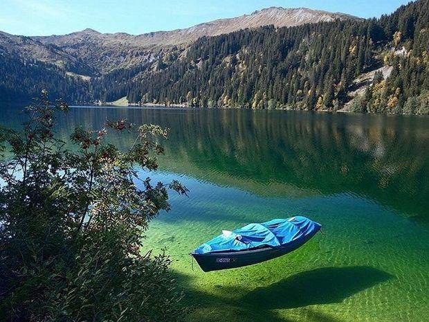Δείτε τη λίμνη με τα κρυστάλλινα νερά και ορατότητα έως και 80 μέτρα βάθος! (photos)