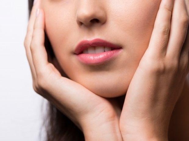 Σκασμένα χείλη: Πώς θα τα αποφύγετε