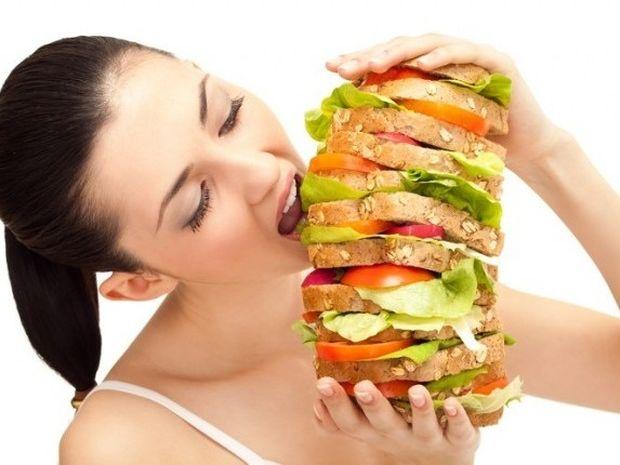 Τρώτε πολύ κατά τη διάρκεια της περιόδου; Τρόποι να το αποφύγετε
