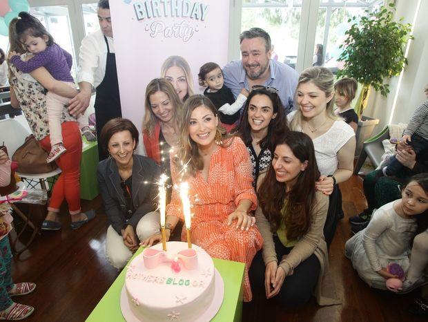4 Χρόνια λειτουργίας του Mothersblog.gr - Με ένα μεγάλο πάρτι γενεθλίων στήριξε το Σύλλογο «Η Αγκαλιά»
