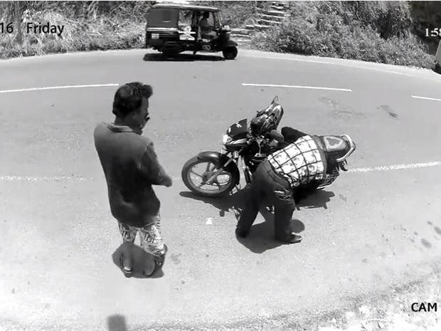 Επικό! Δείτε την αντίδραση του κλέφτη όταν πρόσεξε την κάμερα ασφαλείας! (video)