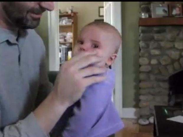 Το μωρό λατρεύει τη ραπ μουσική! (video)