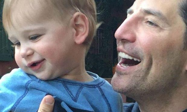 Σάκης Ρουβάς: Ο γιος του έγινε ενός και αποκάλυψε το όνομά του