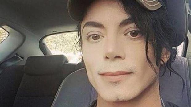 O Μάικλ Τζάκσον ζει! Η φωτογραφία που αναστάτωσε το διαδίκτυο (ξανά)