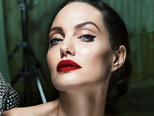 Είναι η Angelina Jolie ερωτευμένη; Οι φωτογραφίες που κάνουν το γύρο του διαδικτύου