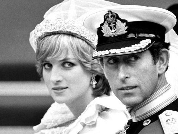Η λεπτομέρεια που κανείς μέχρι σήμερα δεν είχε προσέξει στις φωτογραφίες Charles - Diana