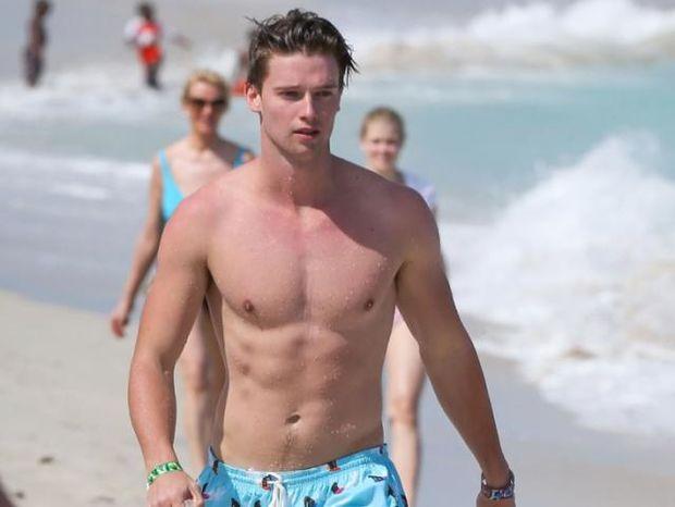 Ο 24χρονος γιος του Arnold είναι ένα από τα πιο γοητευτικά αγόρια του Hollywood
