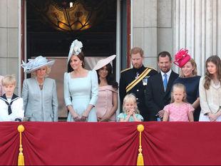 Αυτός είναι ο λόγος που η Meghan Markle δεν στεκόταν μπροστά-μπροστά στο μπαλκόνι του Buckingham