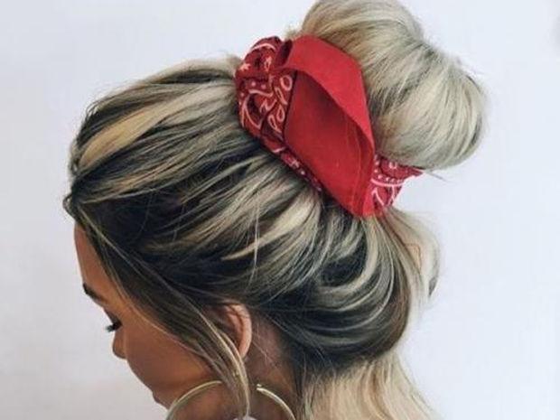 Bandana is back: Πώς να δέσεις μία μπαντάνα στα μαλλιά σου με 8 διαφορετικούς τρόπους