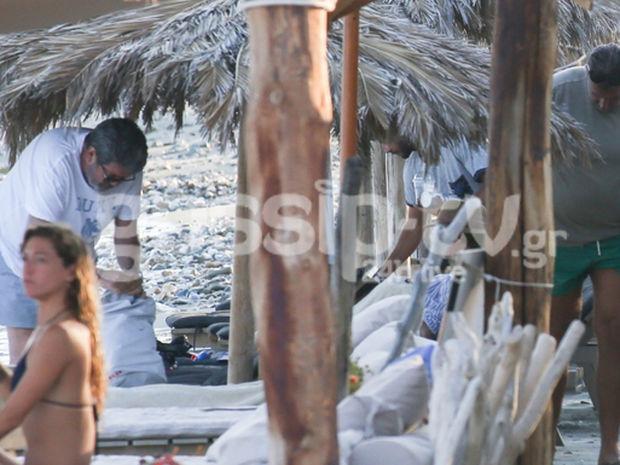 Λιάγκας-Λάτσιος: Κοινές διακοπές στην Τήνο. Δείτε τους στην παραλία