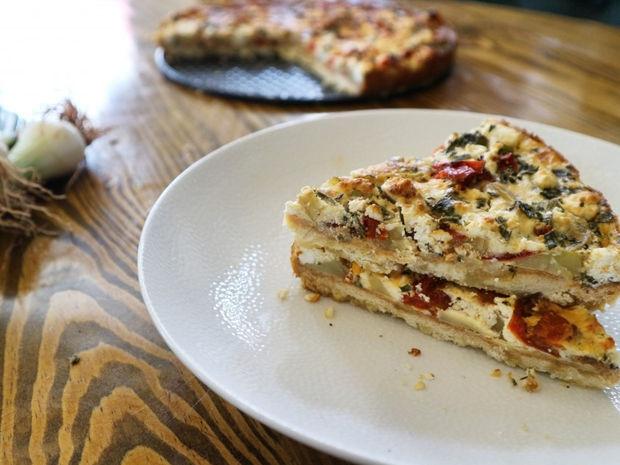 Τάρτα με πατάτες, φρέσκια κρεμμυδάκια & γκούντα