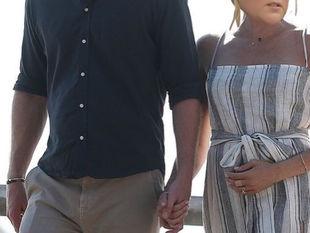 Μήνες μετά το γάμο τους περιμένουν το πρώτο τους παιδί και το ανακοίνωσαν με τον πιο αστείο τρόπο