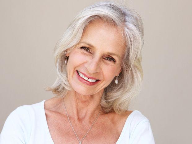 Γκριζάρισμα μαλλιών: Τα τρία στοιχεία που χρειάζεται ο οργανισμός σας