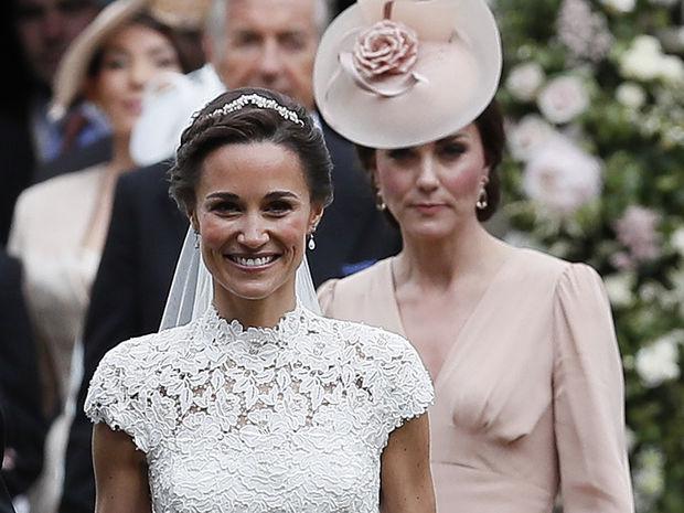 Ασφαλώς μας κάνει πλάκα: Η εμφάνιση της Pippa Middleton 7 εβδομάδες μετά τη γέννα θα σε… ταράξει